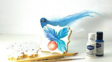 Новогодний пряник заливка айсингом и простое украшение. Веточки ели кистью